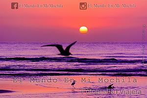 Playablanca en Panama, amanecer en el mar pacifico en la playa