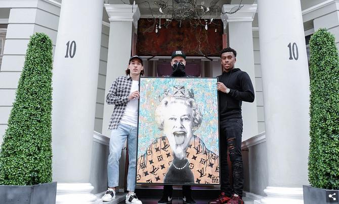 Arsenal stars Hector Bellerin and Alex Iwobi meet 'Endless' at London art exhibition as midf