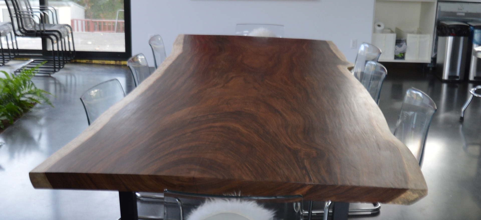 12511 Dining Room Table Detail