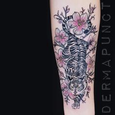 beautiful tiger tattoo, dermapunct