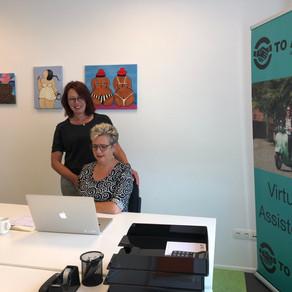 Een virtueel assistent met een kantoor