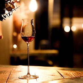 สถานที่ที่ดีที่สุด ในการกินดื่ม สำหรับผู้ท่องเที่ยวคนเดียว