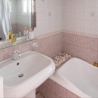 18 Top Floor Bathroom.jpg