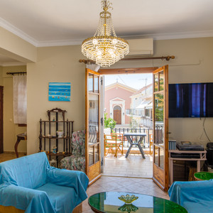 Traditional style 3 bed flat in Lixouri (6 guests)