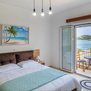 Sea View top Floor flat at Ragia Beach!
