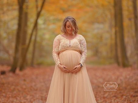 Zwangerschapsshoot in het bos OUTDOOR MATERNITY