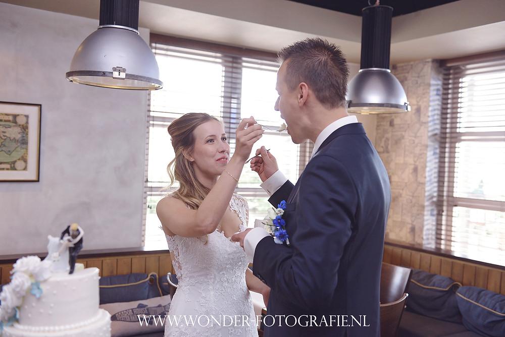 Trouwen HarborHouse Almere Gemeentehuis Naarden Vesting Trouwfotograaf Bruidsfotograaf Kant Trouwjurk
