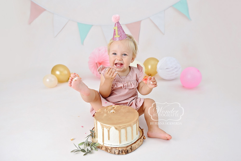 cake smash verjaardag fotoshoot photoshoot meisje girl naturel neutraal