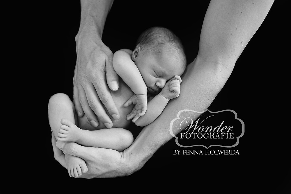 zwart wit newborn fotoshoot black white newborn Photoshoot