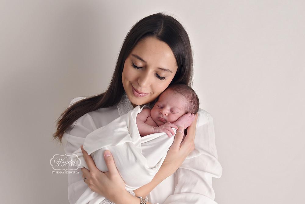 Newborn Baby Fotoshoot Overijssel Friesland Flevoland moeder dochter