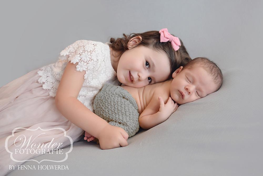 Fine Art Newborn Fotoshoot Photoshoot Fotograaf Almere babyfotoshoot Broer Zus