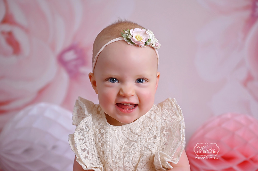 Cake smash fotoshoot shoot baby meisje roze bloemen