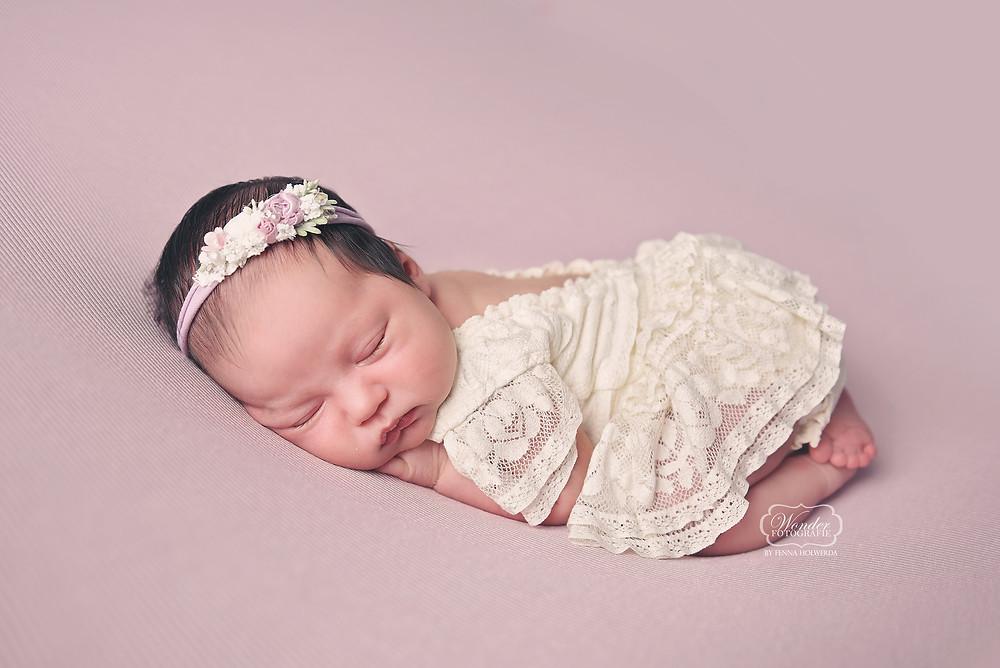 Newborn fotoshoot baby fotograaf friesland overijssel steenwijk wolvega zwolle Fenna Holwerda