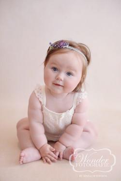 Sitter Sessie Babyfotoshoot 8 maanden baby zelfstandig zitten mooi