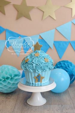 Cake Smash Fotoshoot taart cupcake goud blauw sterren