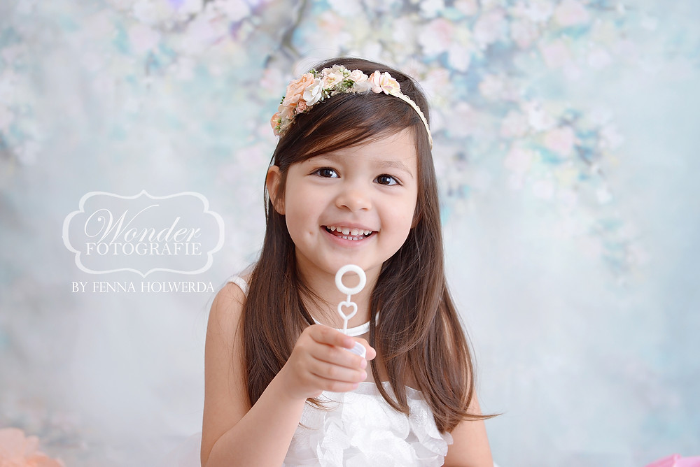 cake smash fotoshoot almere studio 4 jaar dochter