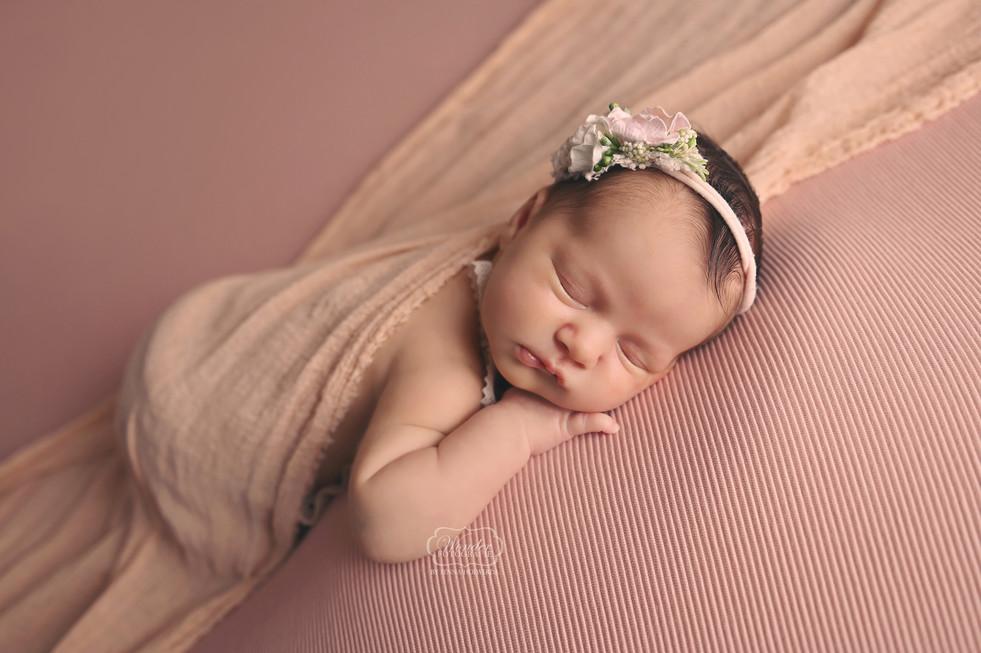 2 Newborn Fotoshoot meisje girl baby shoot fotograaf friesland flevoland overijssel studio