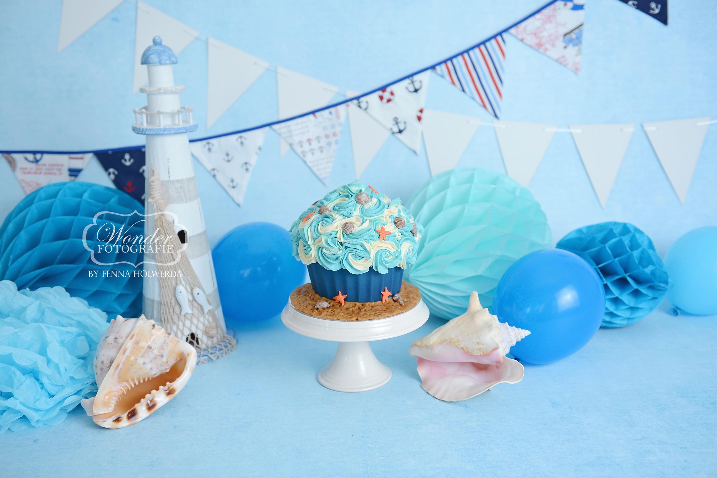 Cake Smash Fotoshoot blauw strand zee beach thema inspiratie jongen