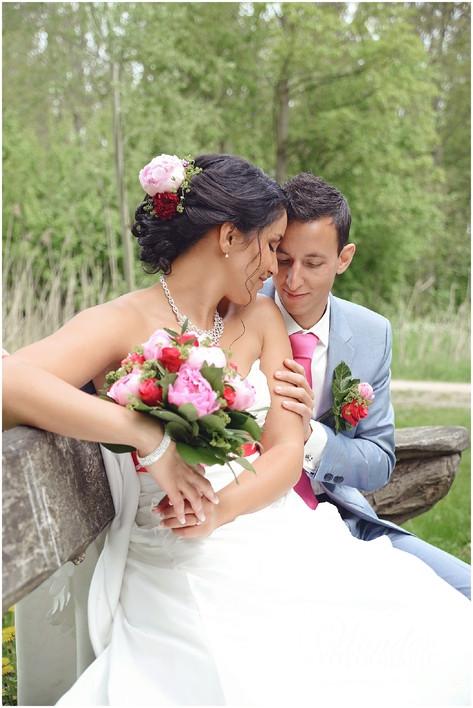 Trouwen groene geheim Almere bruiloft buiten bohemian bruidspaar inspiratie