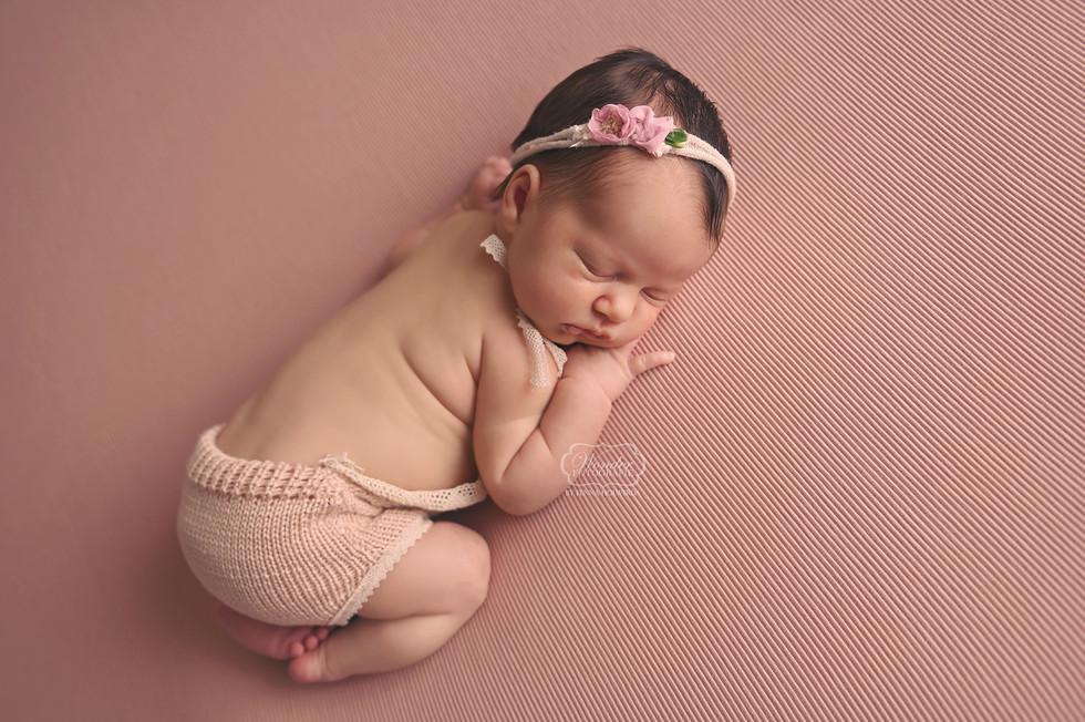 6 Newborn Fotoshoot meisje girl baby shoot fotograaf friesland flevoland overijssel studio