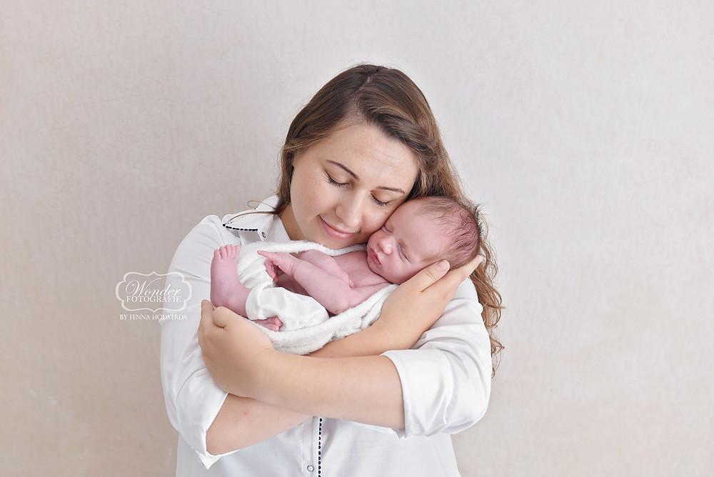 newborn baby fotoshoot almere puur naturel wit licht white