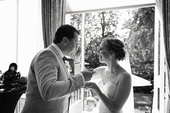 trouwfotograaf bruidsfotograaf trouwen overijssel friesland Bruiloft fotoshoot trouwjurk b