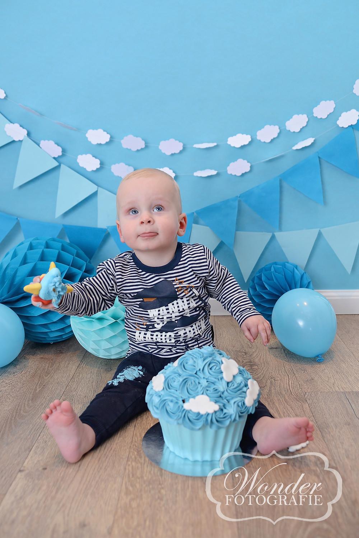 Cake Smash Houten Fotograaf Almere Vliegtuig Blauw jongen thema
