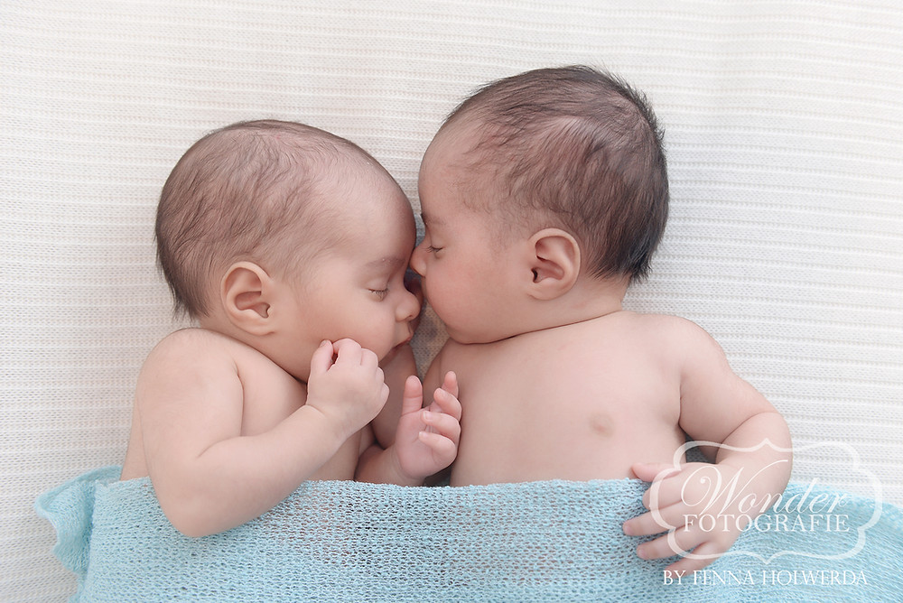 Newborn Fotoshoot Tweeling eeneiig photoshoot twins babyfotoshoot baby boys brothers broers jongens