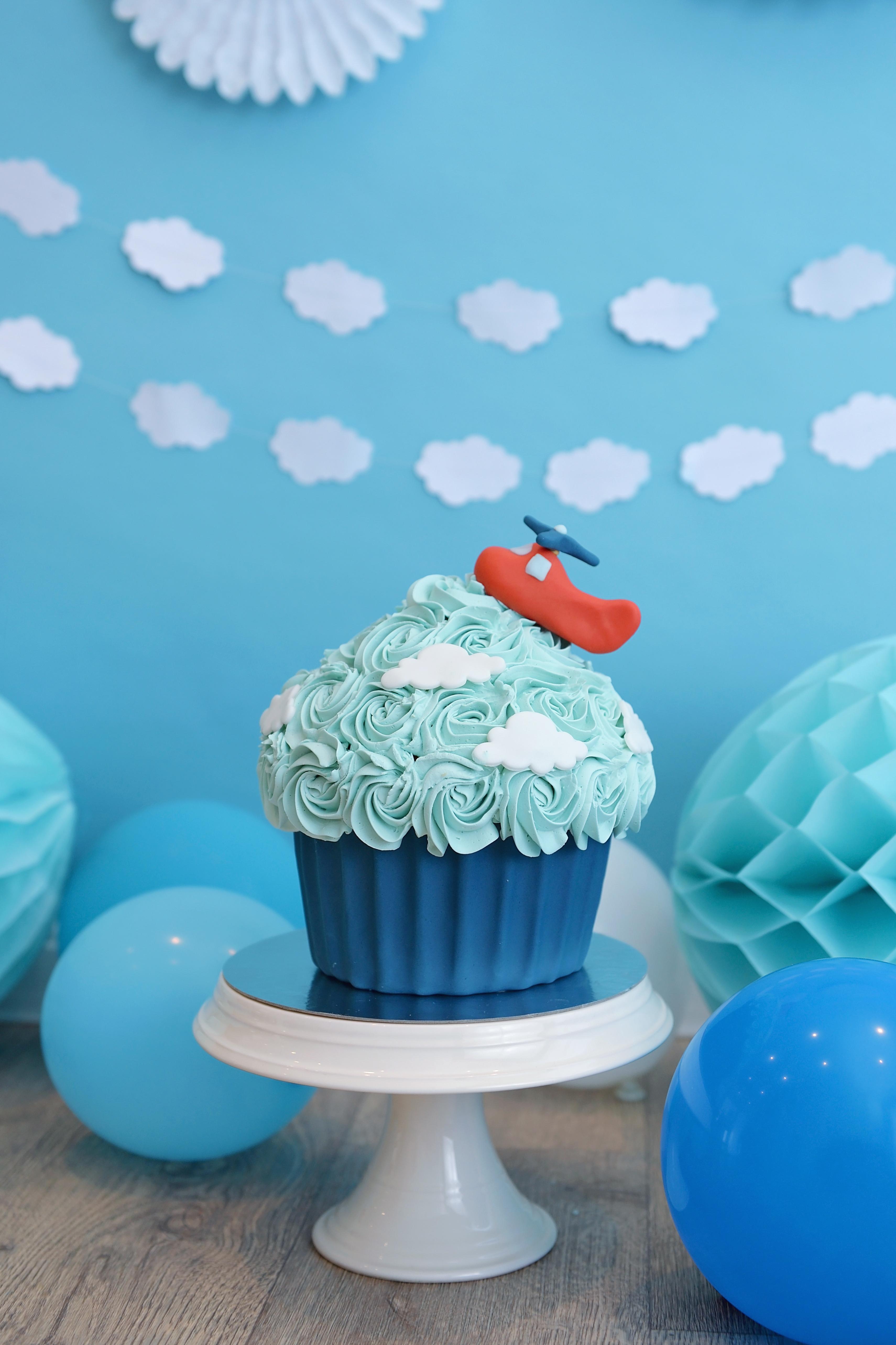 Cake Smash Fotoshoot Taart helikopter helicopter giant cupcake