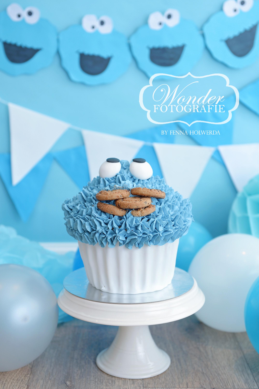 cake smash fotoshoot sesamstraat koekiemonster taart giant cupcake verjaardag thema