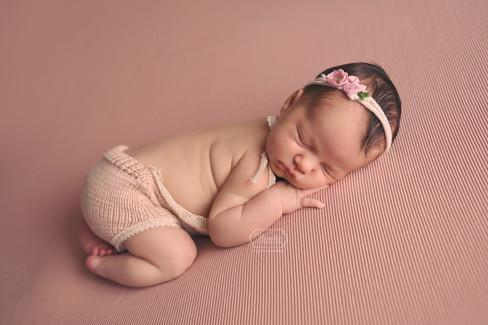 5 Newborn Fotoshoot meisje girl baby shoot fotograaf friesland flevoland overijssel studio