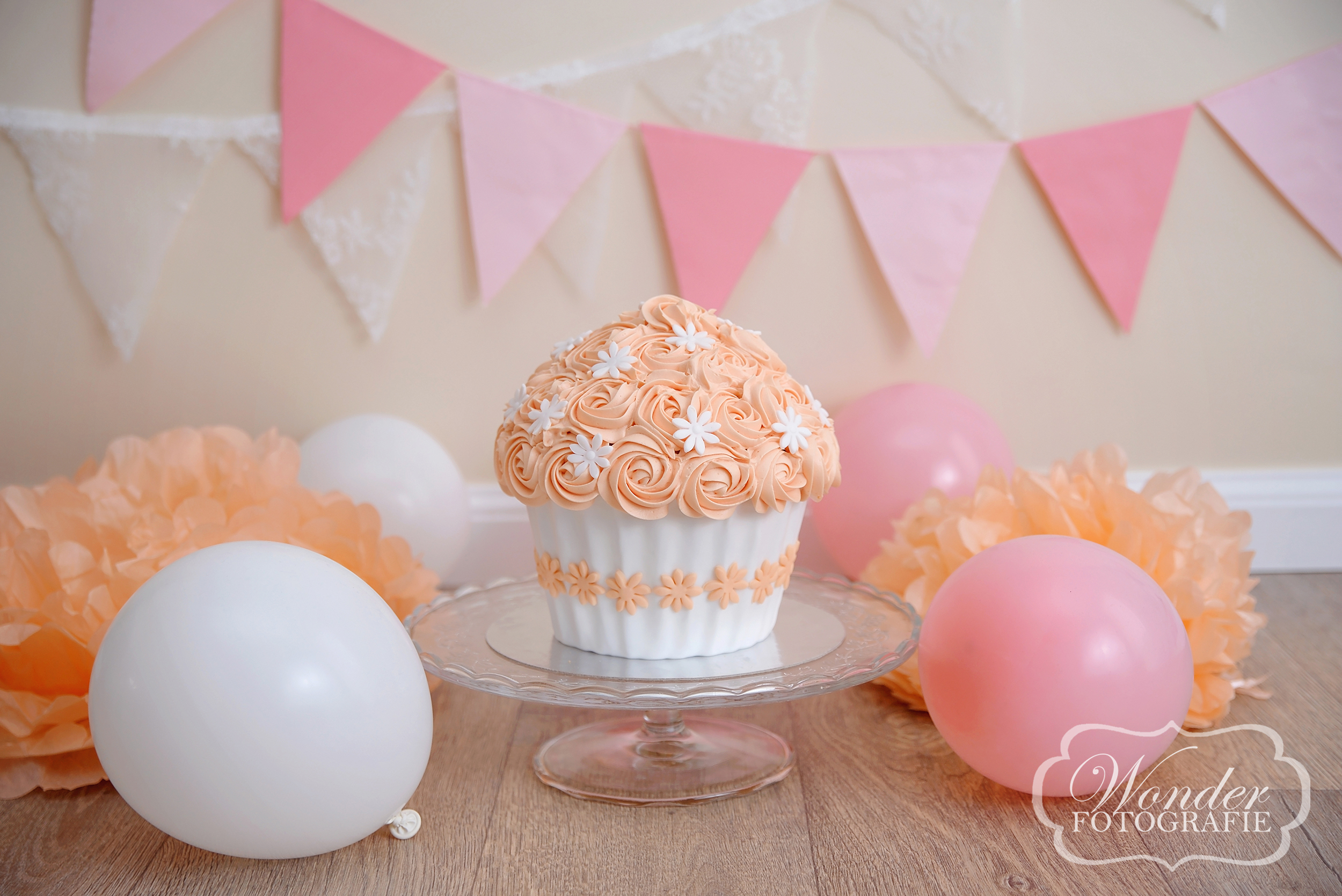 Cake Smash neutral pastel soft colors girl pink Almere