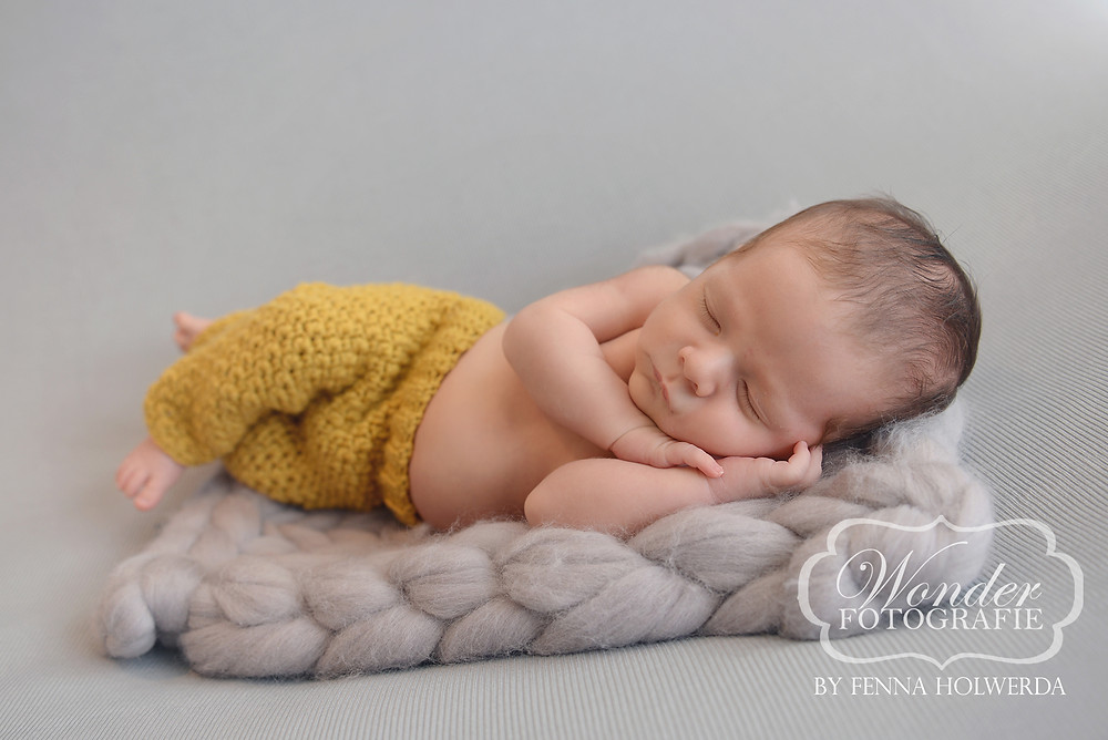 Fine Art Newborn Fotoshoot Photoshoot Fotograaf Almere babyfotoshoot Naarden Baarn Bussum Hilversum