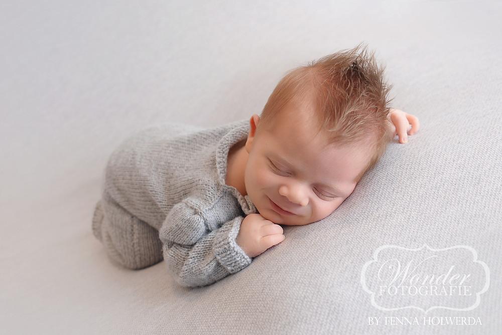 Newborn Fotoshoot Beste Newborn Fotograaf Kuif Hanekam Kapsel Babyfotoshoot Babyfotografie Almere Baby Rood blond haar