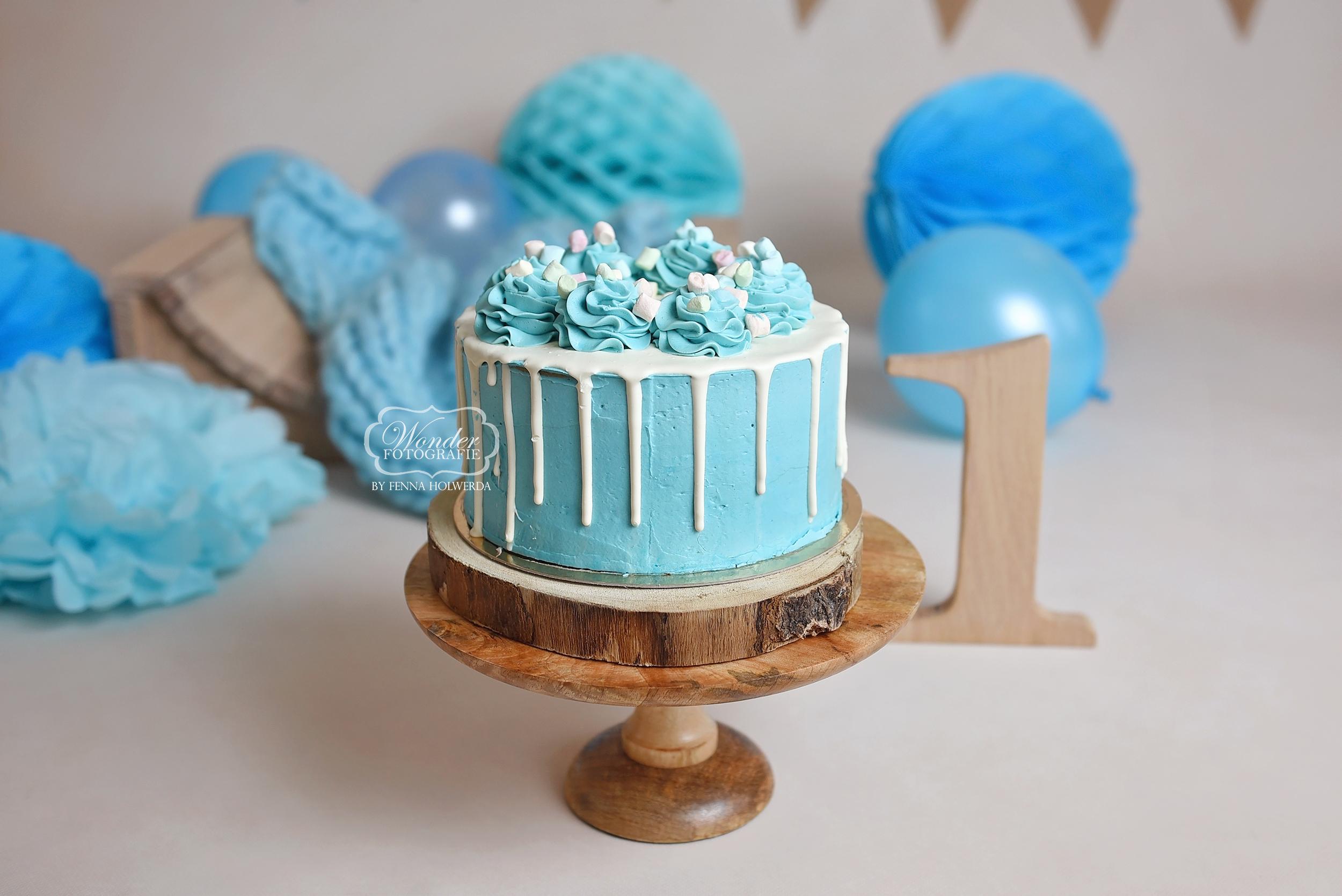 Blauw witte chocolade marshmallows drip cake