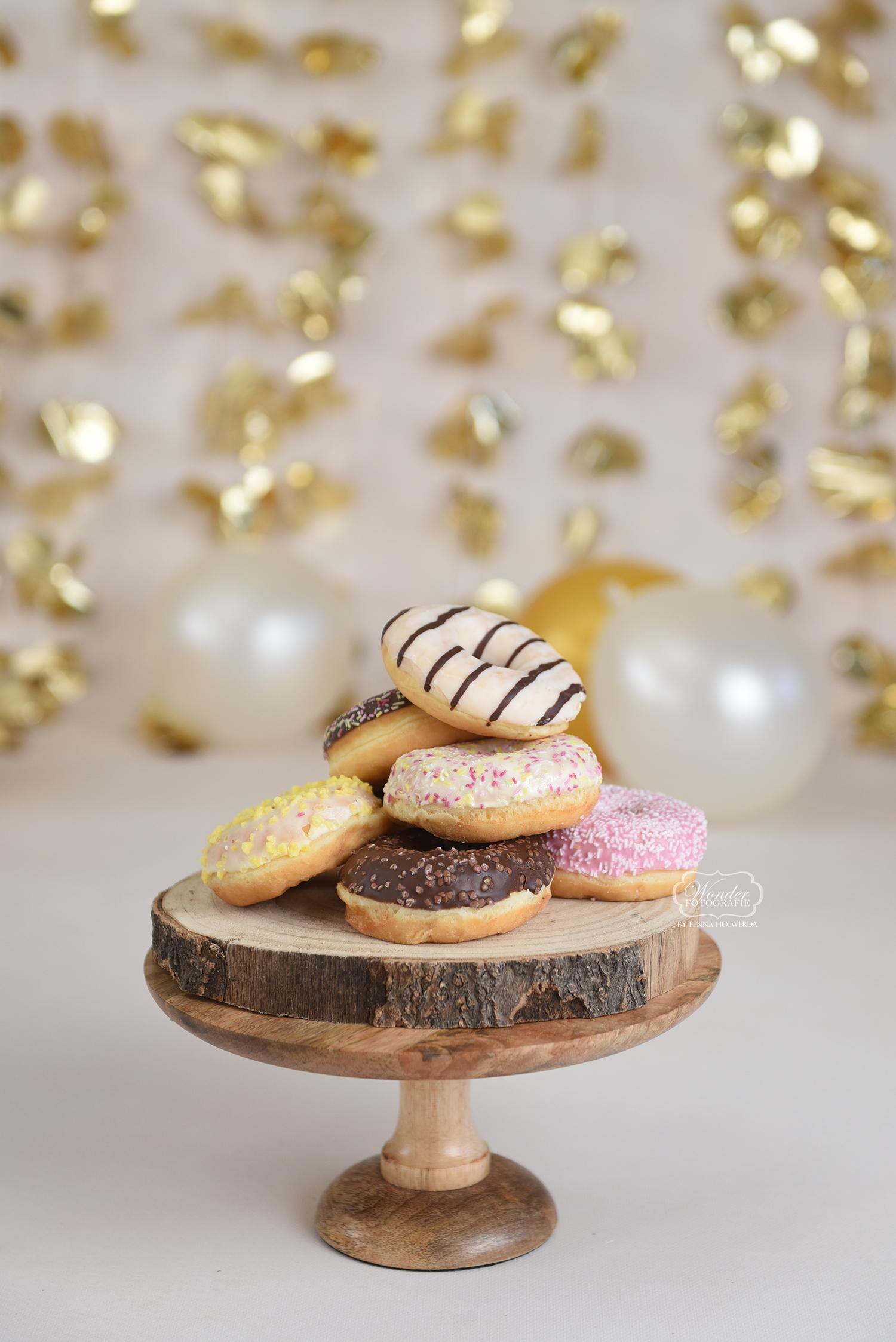 Donuts goud cake smash fotoshoot