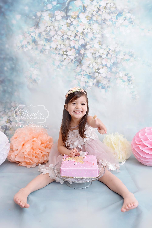 cake smash fotoshoot almere studio 4 jaar dochter verjaardag taart hema wonder fotografie