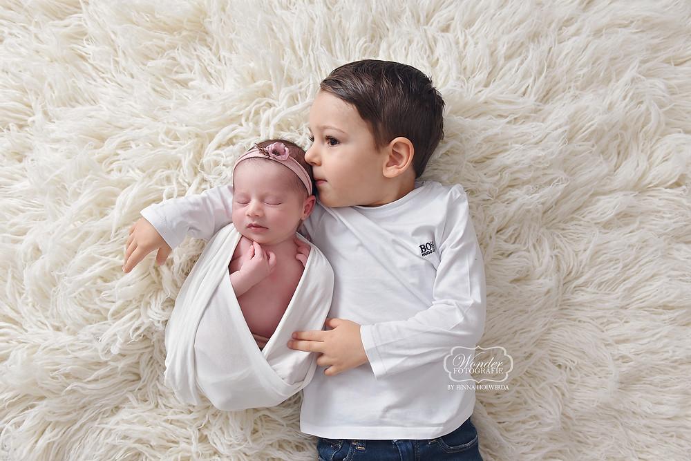 Newborn Baby Fotoshoot Overijssel Friesland Flevoland broes zus