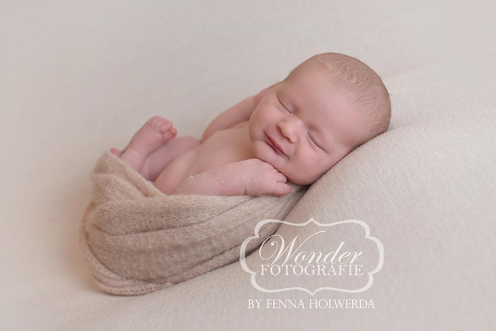 newborn fotoshoot beste babyfotoshoot puur professioneel studio geposeerd geboortekaartje