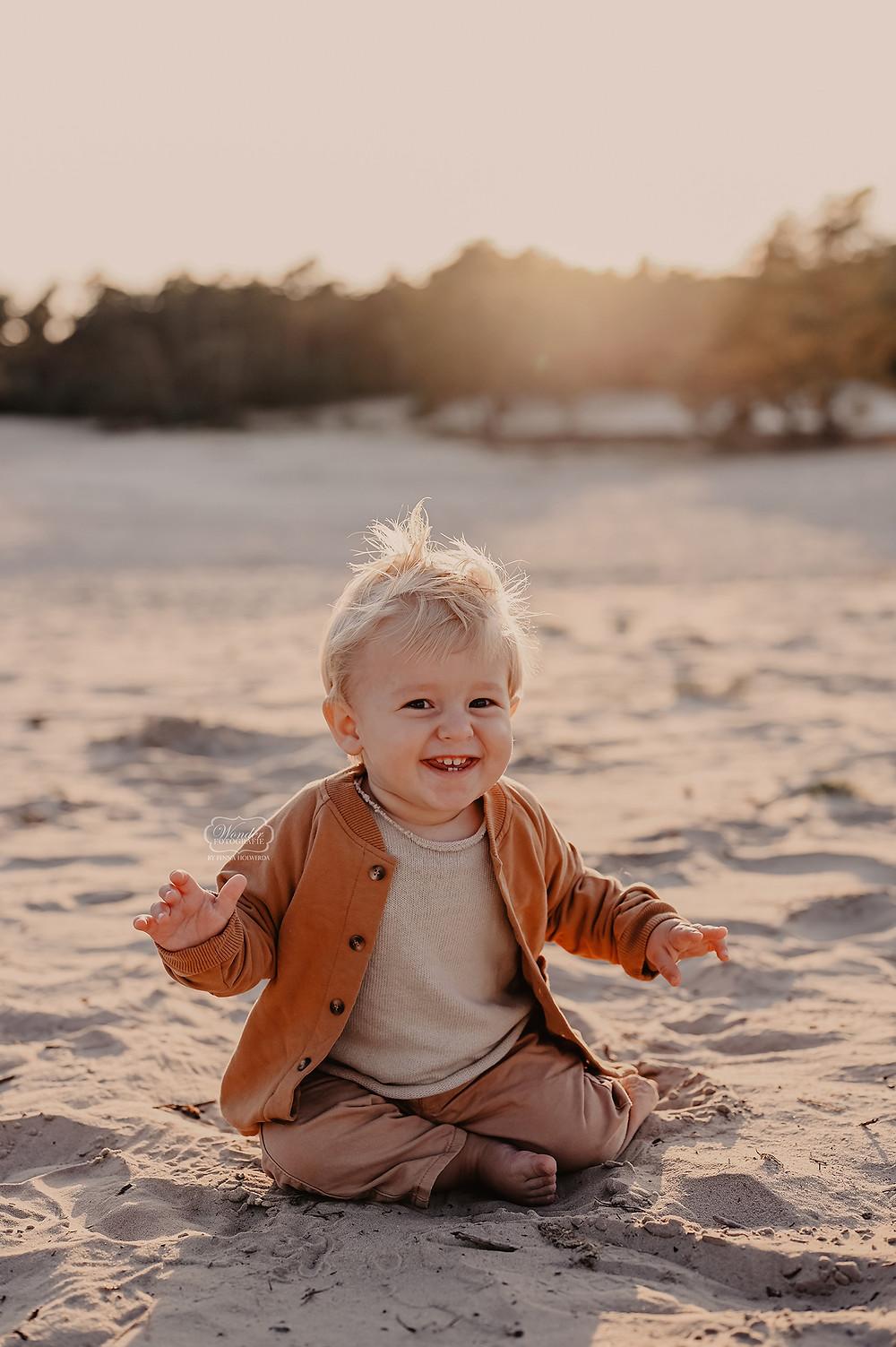 gezinsfotoshoot gezinsshoot gezin shoot buiten zandvlakte zandverstuiving overijssel ommen friesland gouden uurtje