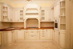 Классическая кухня с фасадами эмаль