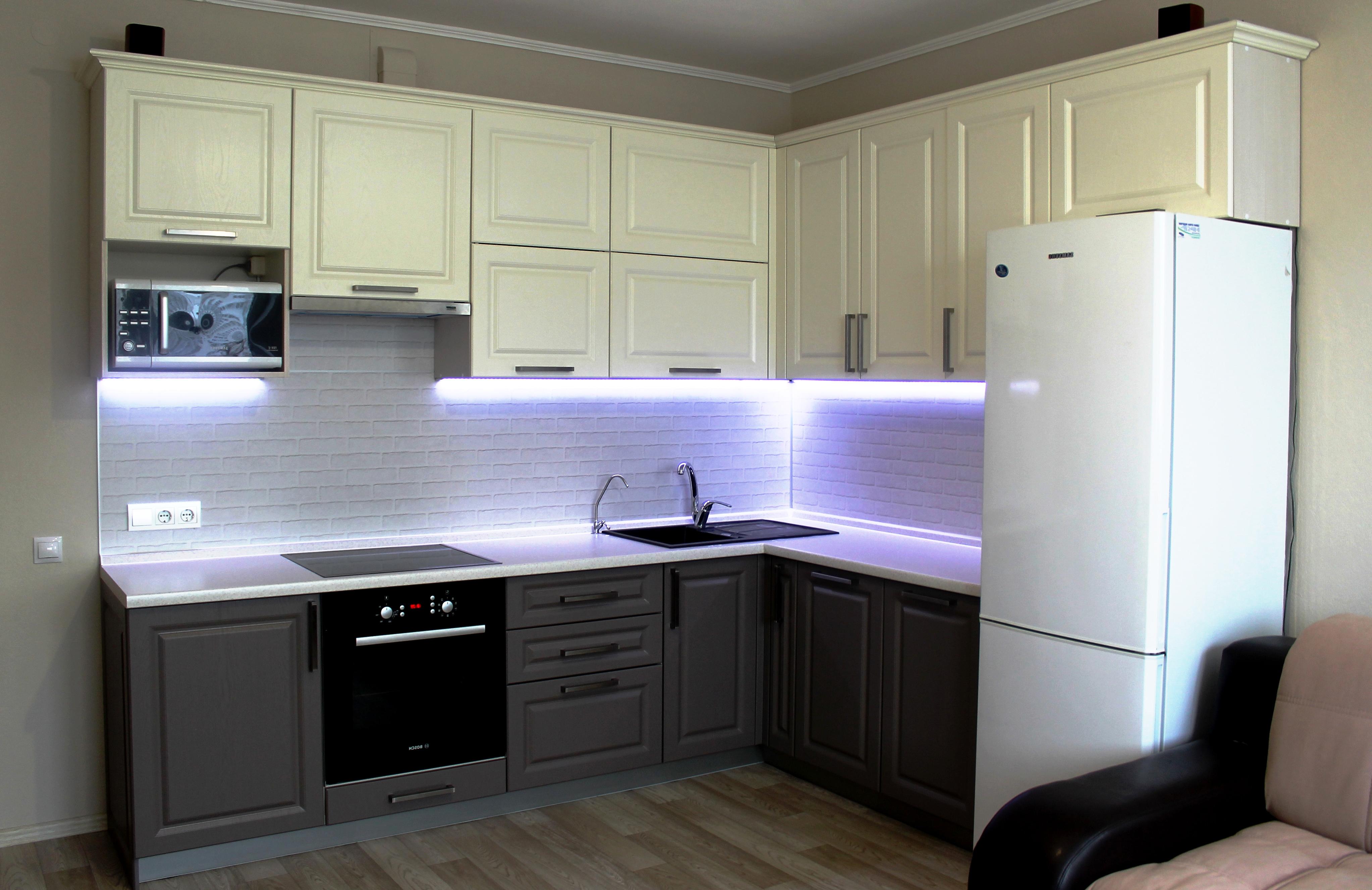 Угловая кухня для квартиры-студии