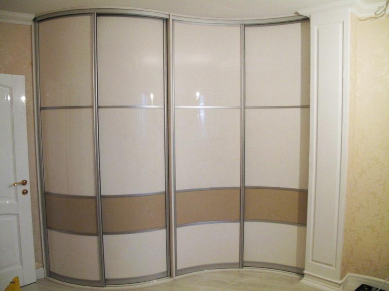 Шкаф в светлых тонах для спальни