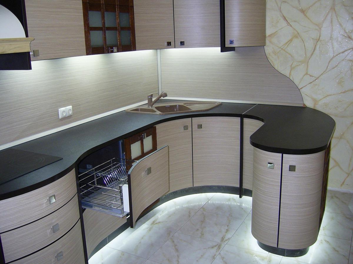 Компактная радиусная кухня