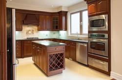 Кухня островная в классическом стиле
