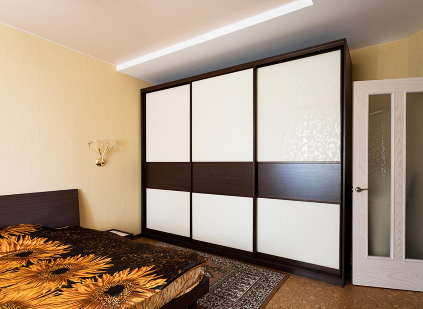 Шкаф-купе с декоративным стеклом