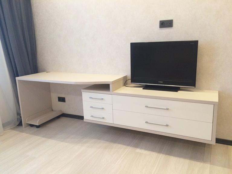 Стол для компьютера и ТВ