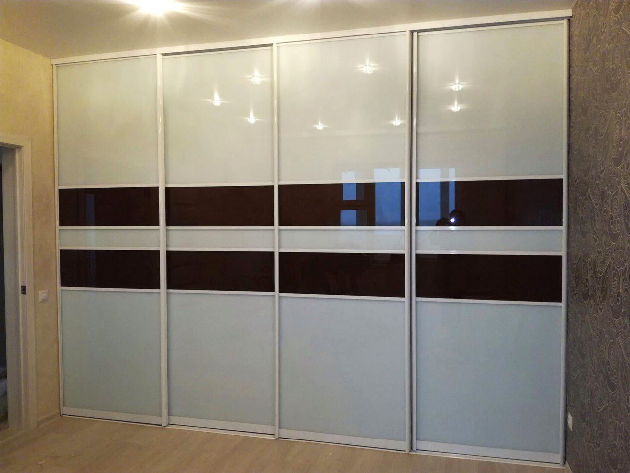 """Шкаф-купе четырехдверный со стеклом серого цвета и цвета """"Шоколад"""""""