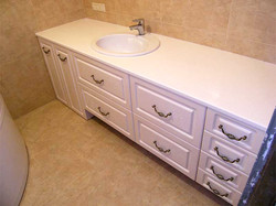 Тумба в ванную в классическом стиле