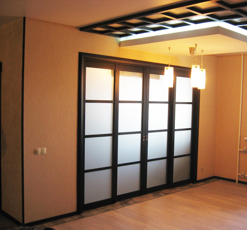 Двери-купе с матированным зеркалом